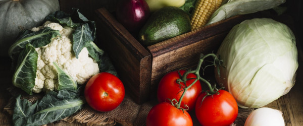 license-variety-of-vegetables-and-wooden-basket-5560240-600x250-crop-52-55.jpg