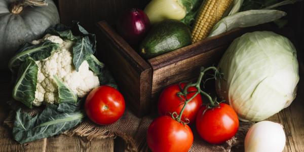 license-variety-of-vegetables-and-wooden-basket-5560240-600x300-crop-52-55.jpg